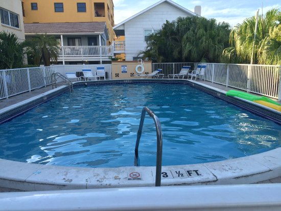 Westwinds Waterfront Resort: Good size pool outback - enjoyable !