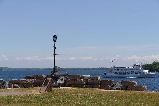 Gananoque, Καναδάς: Park and departing ferry