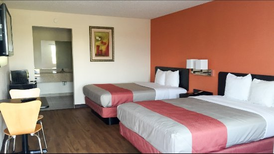 Winnie, TX: Double Bedroom