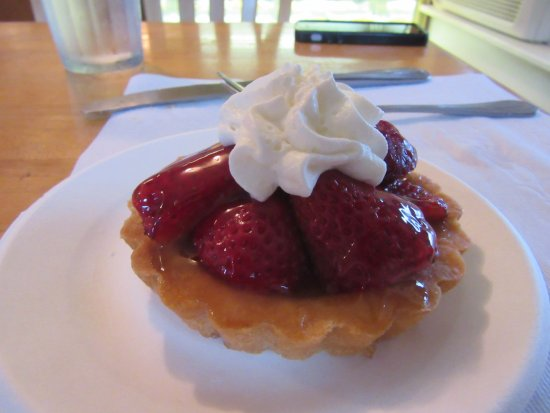 Marshfield, VT: Fresh strawberry tart