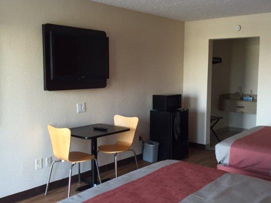 Winnie, TX: In Room Sitting Area