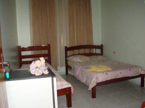 Planaltina, DF: quarto com cama de casal e solteiro
