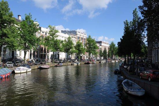 Amsterdam Wiechmann Hotel: Rue près de l'hôtel
