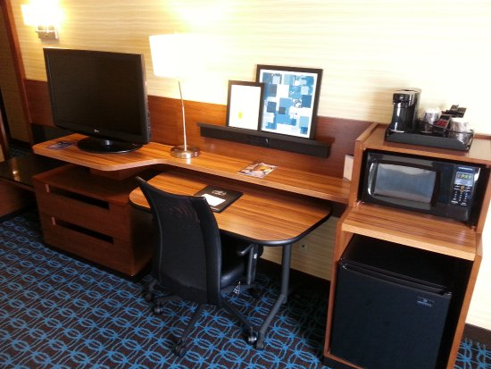 Fairfield Inn & Suites Frankenmuth: Free wifi, refrigerator,microwave and cable.