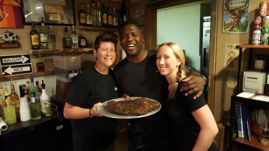 ริปอน, วิสคอนซิน: Owners of J's BBQ with LeRoy Butler