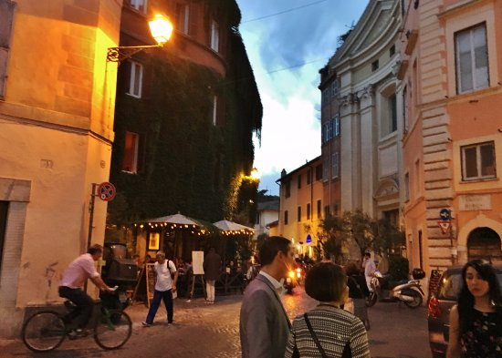 Fortyseven Hotel Rome: Evening scene in Trastevere