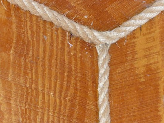 Ann's Motel: Rope is used for the trim on corners