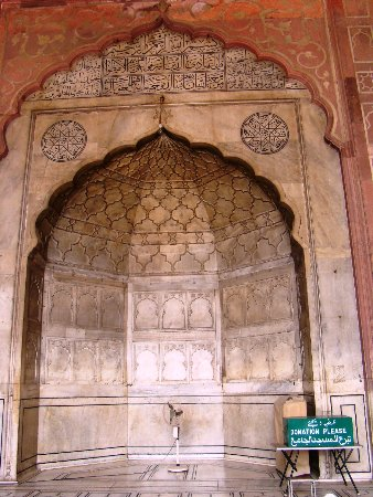 Friday Mosque (Jama Masjid): The carved central mihrab ('arch') of the Jama Masjid. The mihrab marks the direction of prayer.