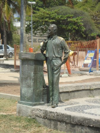 Estatua de Zozimo Barroso do Amaral