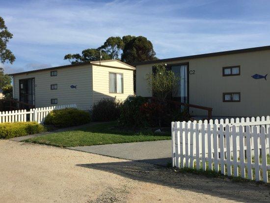 Hillcrest Tourist Park: Cabins