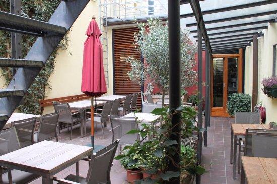Alpen Hotel München: Courtyard