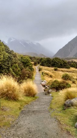 Aoraki Mount Cook Alpine Lodge: Hooker valley track