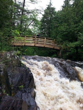 Veteran's Falls: looking up at the falls, foot path to get to the bridge.
