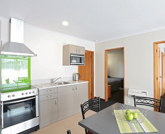 Admiral Court Motel & Apartments: Deluxe 2 Bedroom Unit with Kitchen
