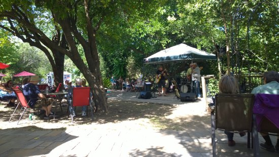 Mokelumne Hill, CA: Sunday afternoon Blues and BBQ