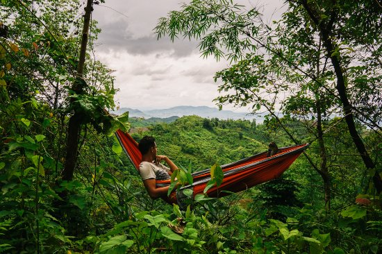 Lashio, Μιανμάρ: Enjoying the hammock over the forested mountains
