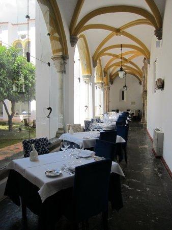 Pousada Convento de Evora: Abendessen und Frühstück im Kreuzgang