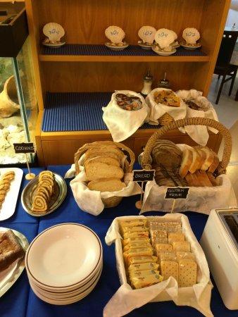 Hotel Tognon: Colazione a buffet,pane fatto in casa,dolci e muffin fatti in casa,  yogurt,frutta fresca,cereal
