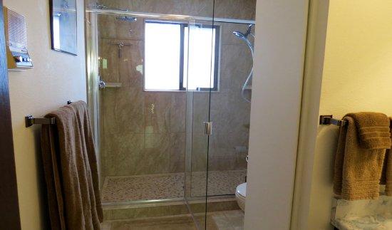 Kettle Falls, WA: The Tamarack bathroom has a walk-in shower with a heated floor..