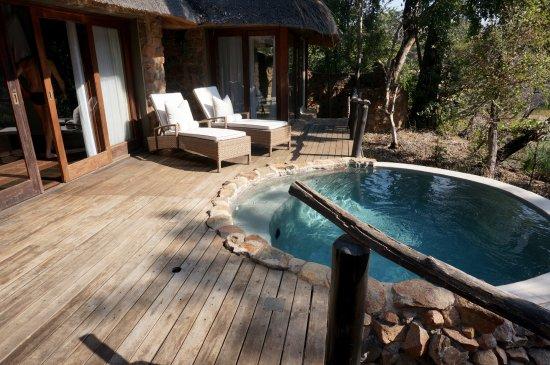 Dulini Lodge: Private deck and pool