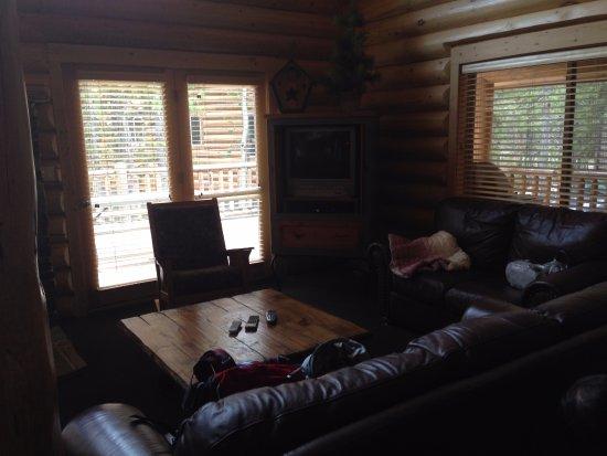 Island Park, ID: Living room