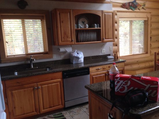 Island Park, ID: Kitchen