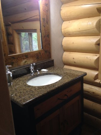 Island Park, ID: Bathroom on the first floor