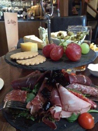 Le Bistro des Amis: The delicious French ploughman's.