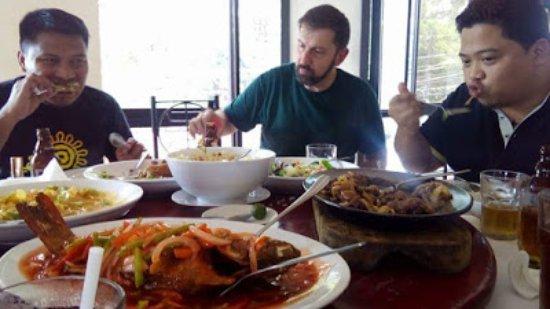 Rose Bowl: THE BOYS enjoying the food :)