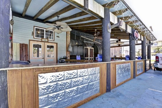 Sand Dollar Cafe: Great front patio