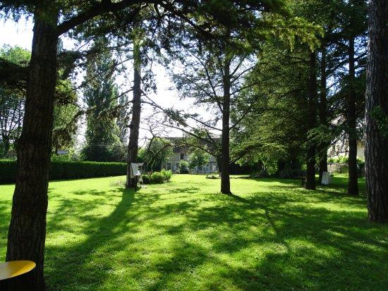 Les Andelys, Prancis: Parc à l'arrière de l'Espace Saint Martin