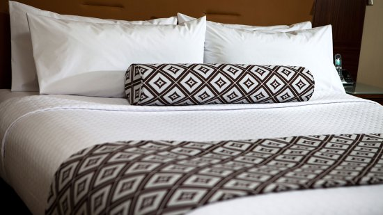 Crowne Plaza Hotel Auburn Hills : Executive Guest Room Bedding Detail