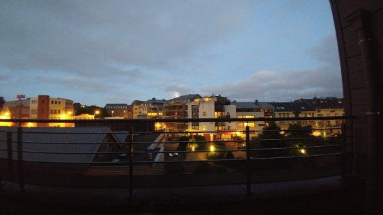 Housingbrussels: Nightime view
