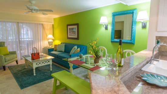 Bougainvillea Beach Resort: BDLXLiving Room