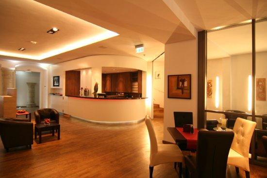 Altstadthotel Arch - Hotelneubau: Eingangsbereich Hotel