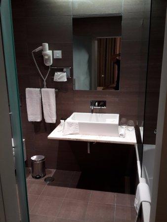 Macdonald Monchique Resort U0026 Spa: Großes Badezimmer Mit Badewanne