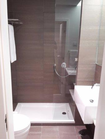 Macdonald Monchique Resort U0026 Spa: Zweites (kleines) Badezimmer Mit Dusche