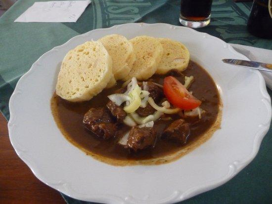 Lázne Kynzvart, Tsjechië: Essen ziemlich kleine Fleischportion, kein Salat