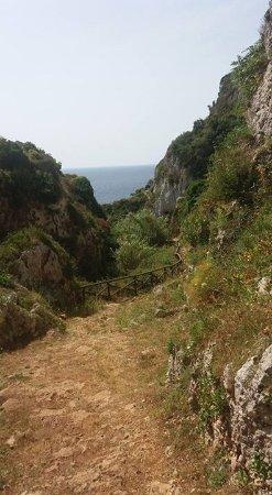 Santu Nicola Bed & Breakfast: Il sentiero per il Ciolo