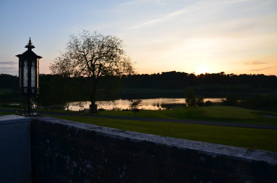 Dromoland Castle Hotel: Sunset on the lake