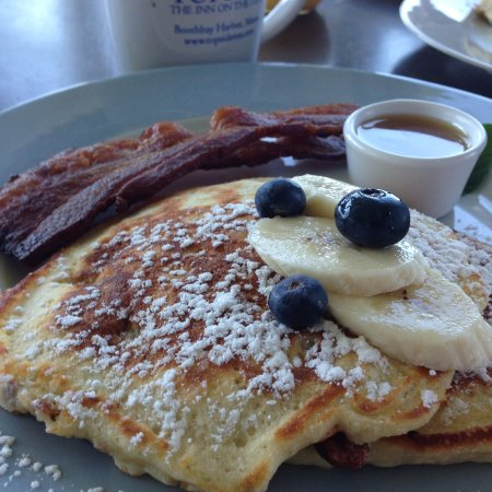 Topside Inn : Toasted oat and almond pancakes with buttermilk syrup and bacon