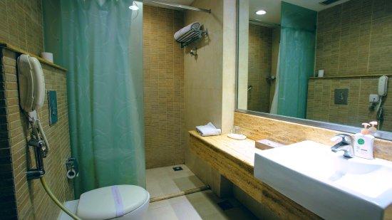 Thirty Three - The Boutique Hotel: Washroom