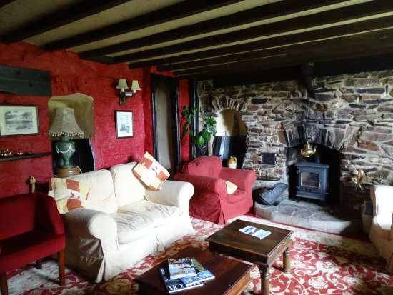 Townstal Farmhouse Hotel : Just part of the very comfortable lounge, a great place to sit with a drink!