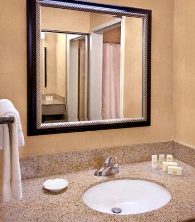 Wayne, PA: Suite Vanity