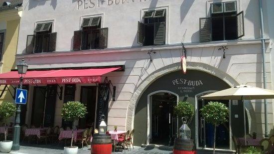 Pest-Buda Bistro: terrasse