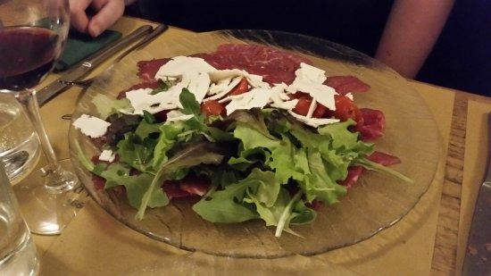 Coquinarius: Carpaccio di Manzo, der Teller war, unter dem Salat, voll mit fein geschnittenem Rindfleischsche