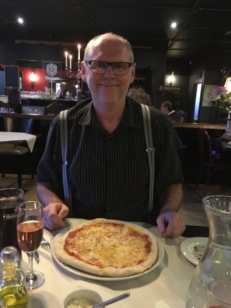 L'Arco Italian Restaurant: Man course - stone baked authentic pizza.