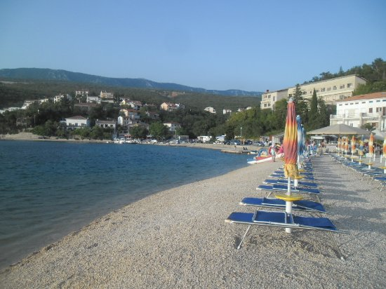 Jadranovo, Croacia: beach and bar