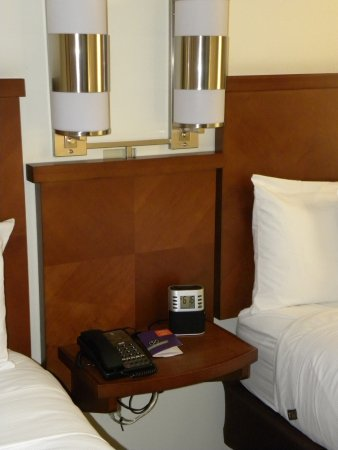 Hyatt Place Dublin/Pleasanton: Nightstand