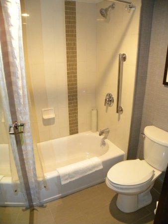 Hyatt Place Dublin/Pleasanton: Clean bathroom